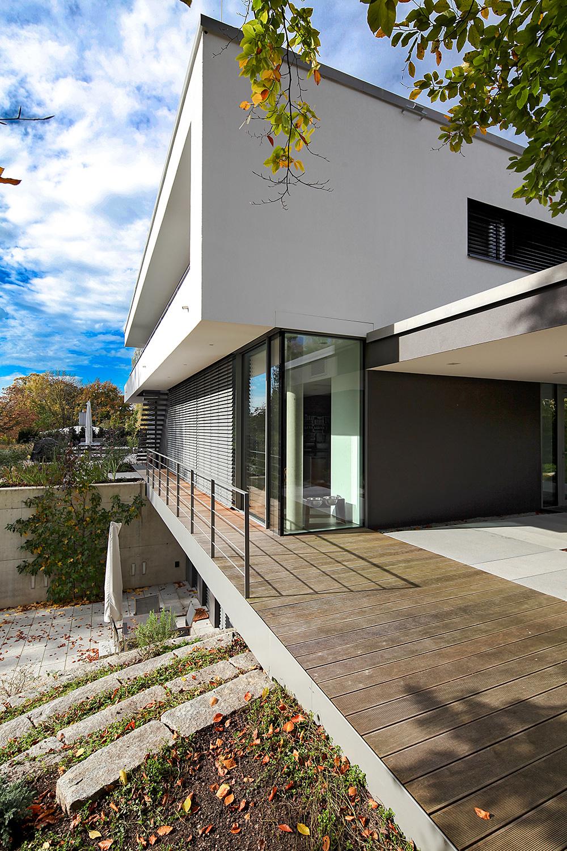 Gartenbereich vom Bauhaus Villa - Herzog Architektur