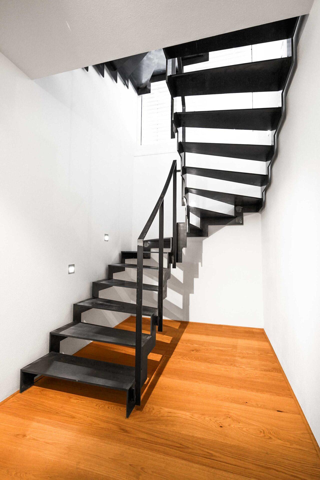 moderner Treppenbereich - Herzog Architektur
