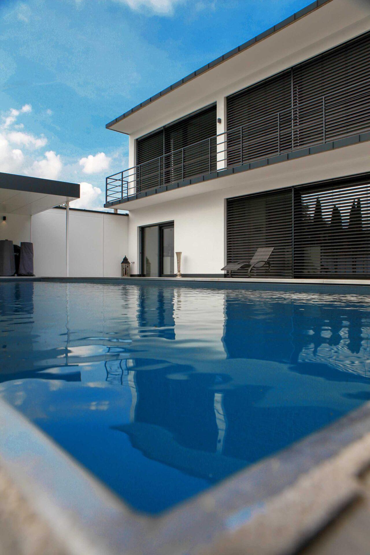 Architekten Haus mit Pool von Herzog Architektur