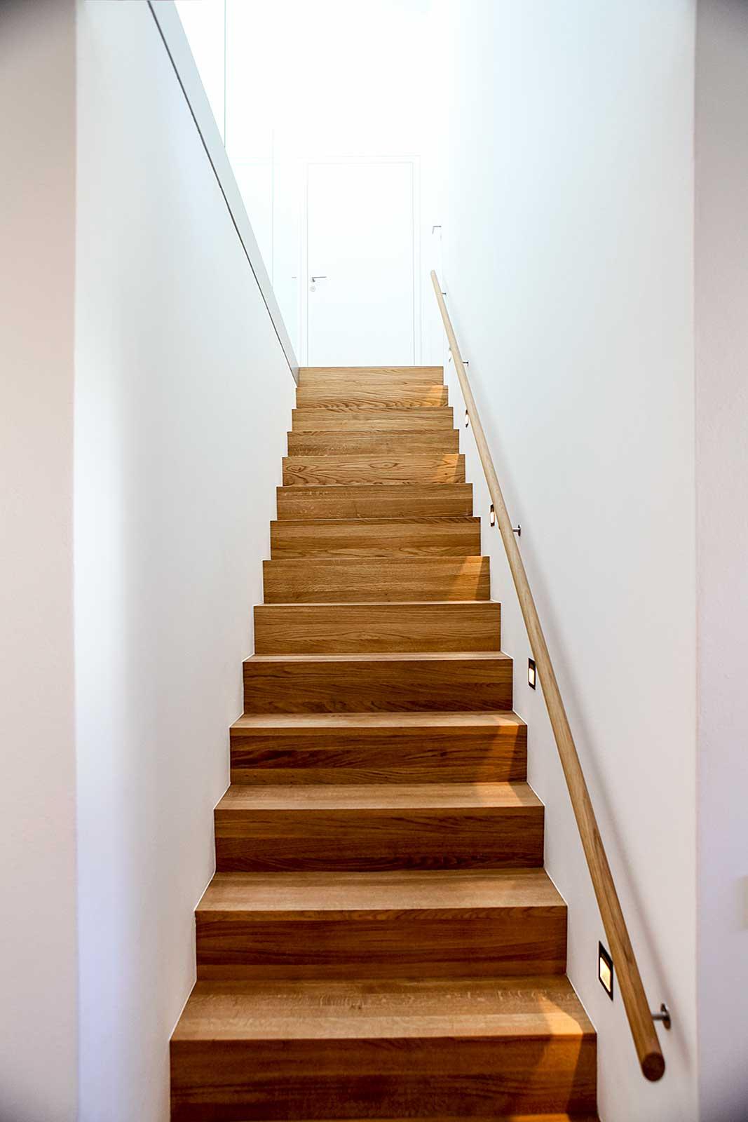 Treppe aus Holz - Herzog Architektur